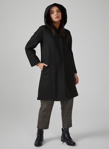 Gusto Kadın Lacivert Kapüşonlu Yanları Yırtmaçlı Kaban 20KGM09804 Siyah